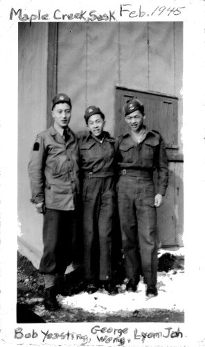 George SL Wong (centre) flanked by his buddies Bob Yeasting (l) and Lyon Joh.